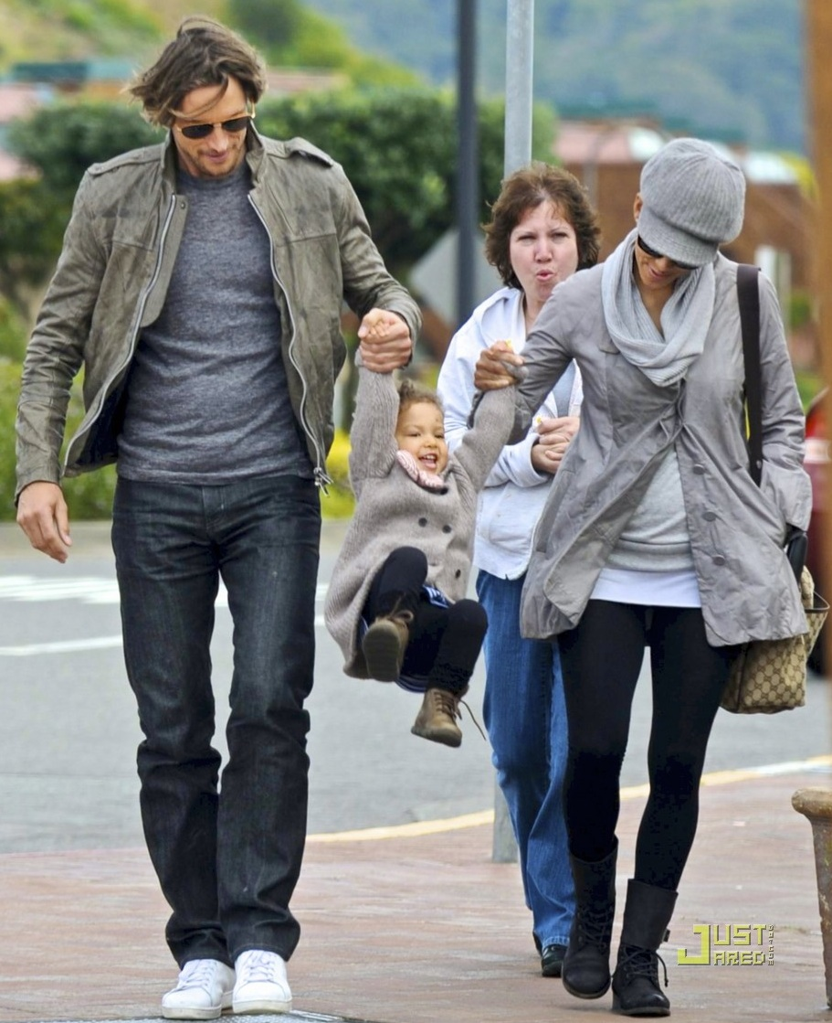 Spotted: Gabriel Aubry and his super-cute family